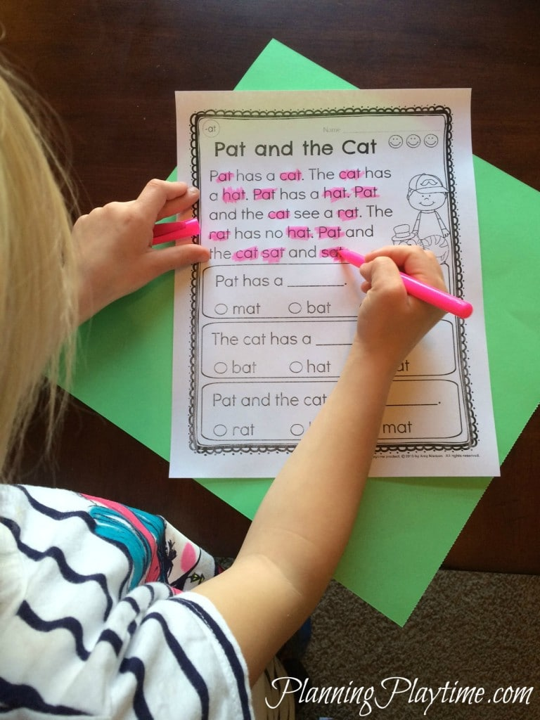 Kindergarten Reading Comprehension Passages worksheets by word family. Color all the words in that family and answer the questions. #kindergarten #reading #comprehension #passages