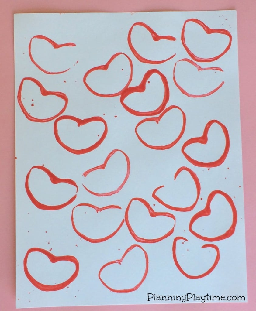 Cute Valentine's Craft for Kids - Heart stamping with paint and a toilet paper roll.
