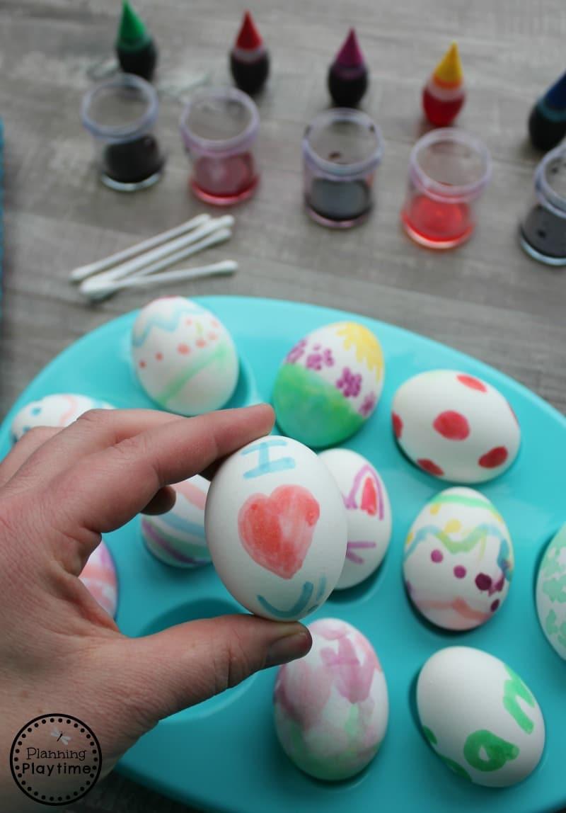Food Dye Painted Eggs for Kids #easter #eastereggs