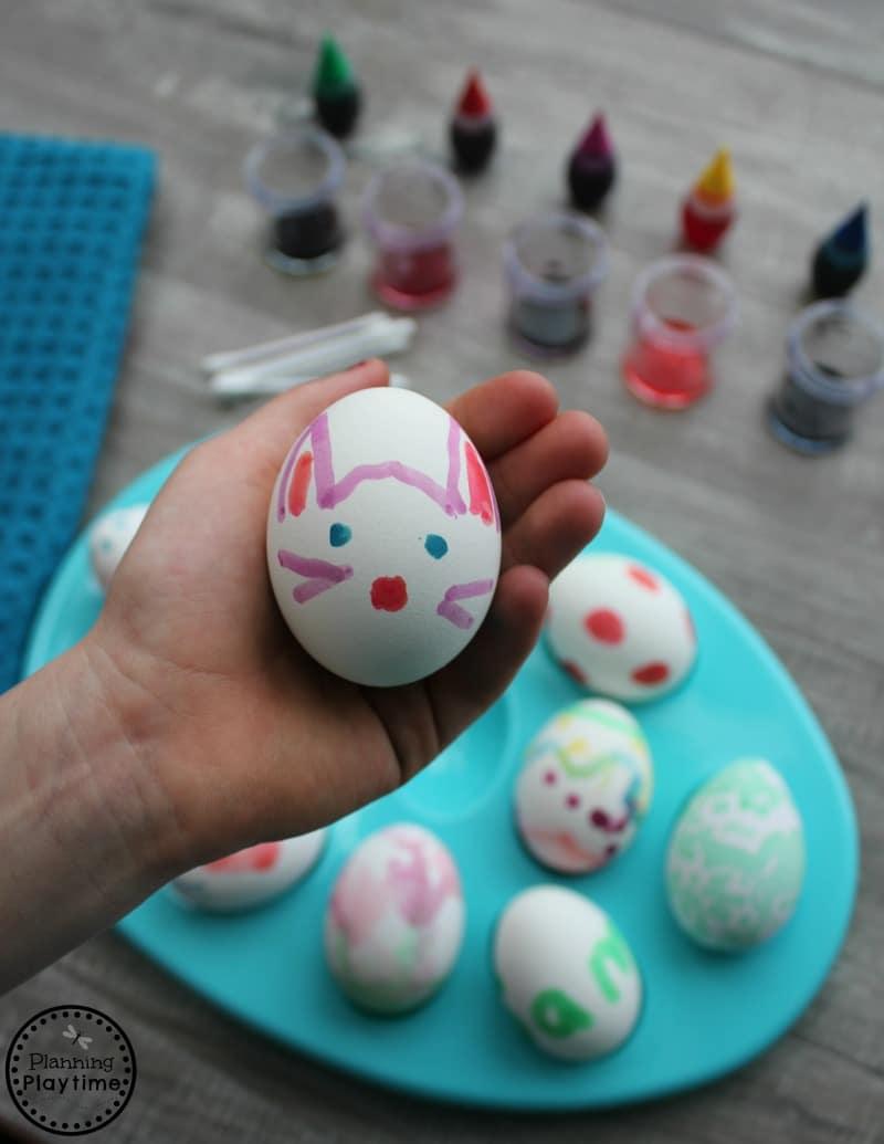 Kid Painted Easter Eggs with 2 ingredient food paint. #easter #eastereggs