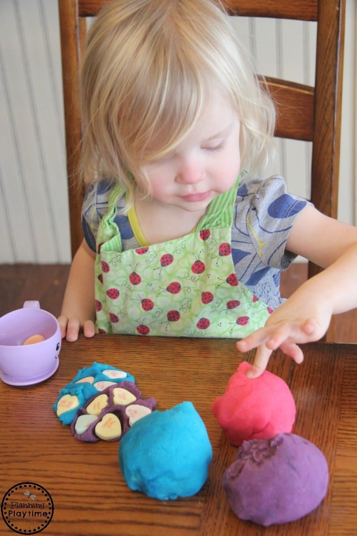 Cute Valentine's Day Playdough activity for toddlers and preschool.