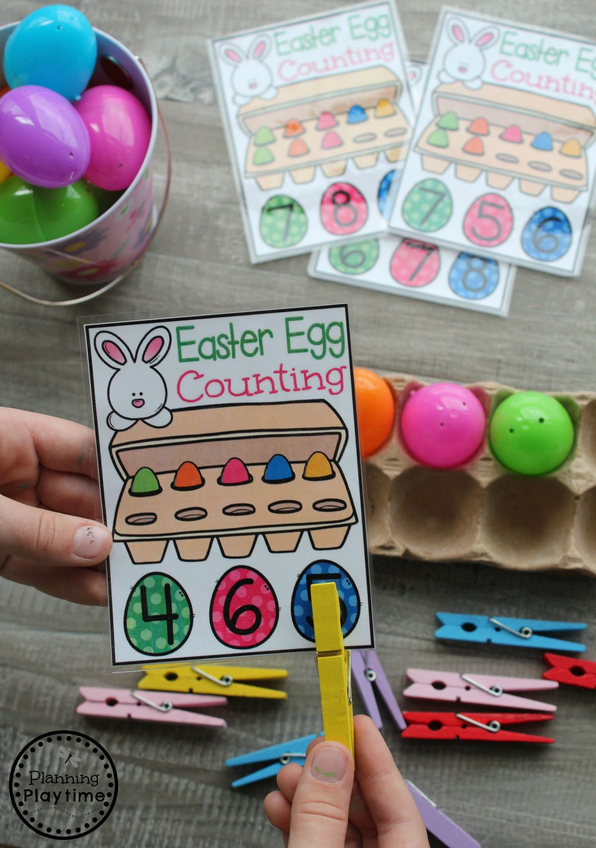 Preschool Counting Game for Easter. So fun! #easter #preschool #easteractivities #easterpreschool #planningplaytime #mathworksheets #counting