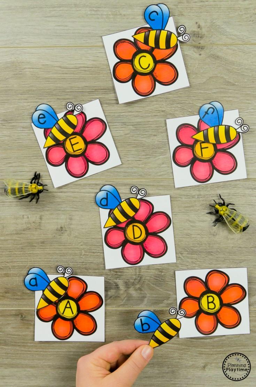 Bee to Flower Letter Matching - Preschool Bugs Activity #preschool #bugs #bugtheme #bugactivities #preschoolactivities #lettermatching