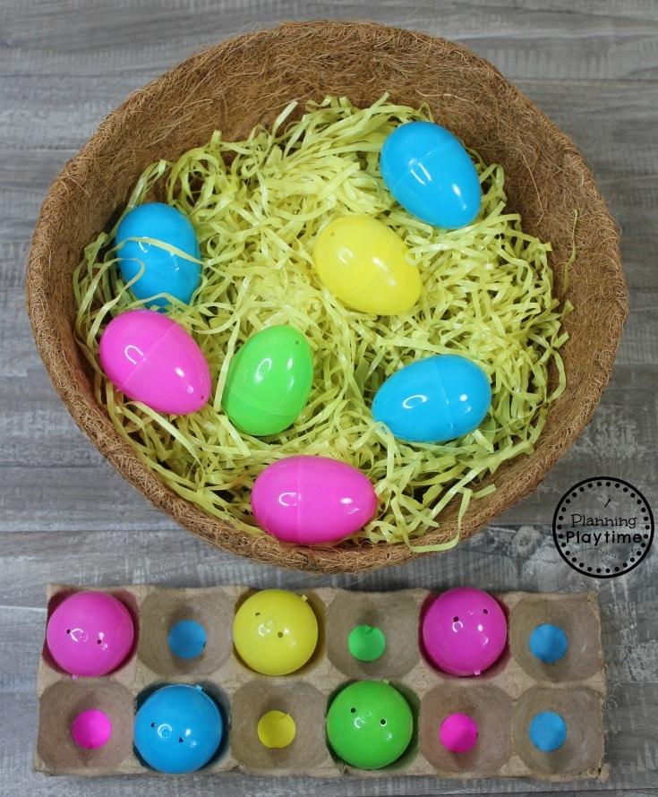 Preschool Farm Theme Activities - Collecting Eggs Color Matching Game #preschool #farmtheme #springpreschool #preschoolgames #preschoolfun #colormatching