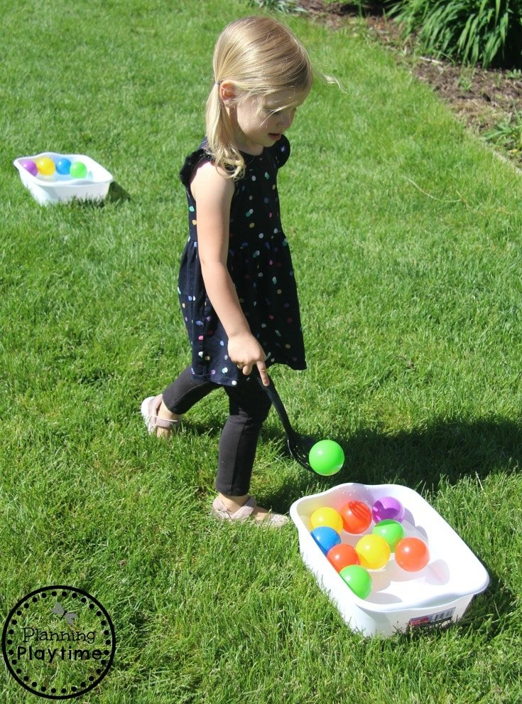 Ball Transfer Water Game for Toddlers - Gross and Fine Motor skills #toddler #toddleractivities #ideasfortoddlers #planningplaytime #ad #summerfun #watergames
