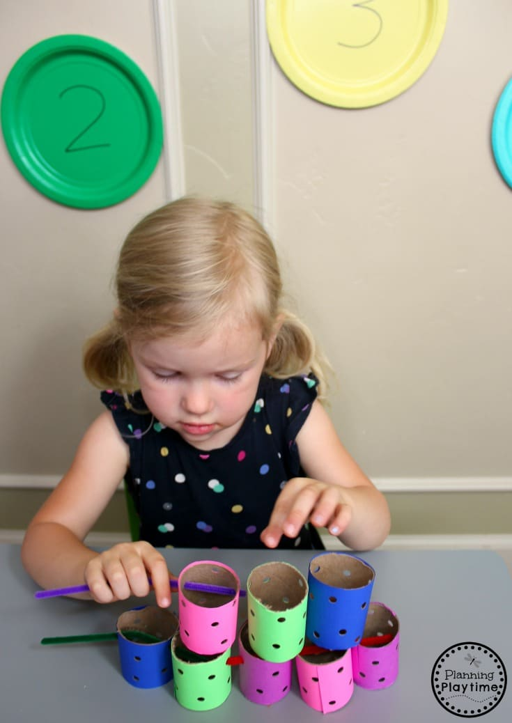 Fun Toddler Activities that teach fine motor skills. #toddler #toddleractivities #ideasfortoddlers #planningplaytime #ad #finemotor