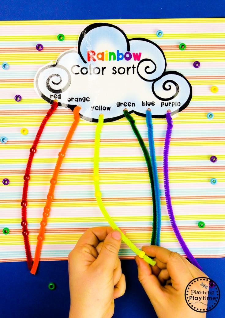 FREE Preschool Printables - Rainbow Craft #planningplaytime #preschoolprintables #freeworksheets #freepreschoolworksheets #rainbowcrafts #colorsorting