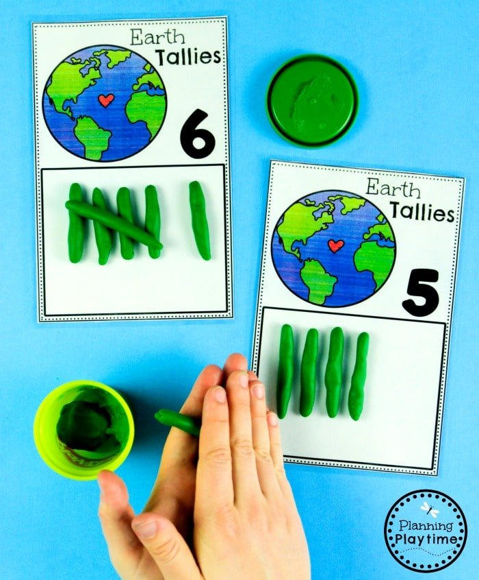 Preschool Earth Day Counting Activities  #planningplaytime #earthday #preschool #preschoolworksheets