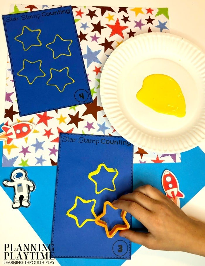 Counting Activities for Preschool - Count and Stamp Stars Craft for preschool space theme #spacetheme #preschoolworksheets #preschoolactivities #preschoolprintables #planningplaytime #countingactivities