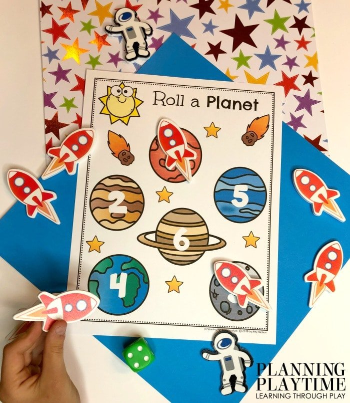Counting Activities for Preschool Space Theme - Roll, count and Cover. #spacetheme #preschoolworksheets #preschoolactivities #preschoolprintables #planningplaytime #countingactivities