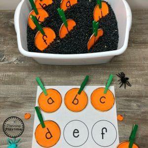 Pumpkin Sensory Bin #sensorybin #halloween #preschool #preschoolletters #preschoolfreebies #planningplaytime
